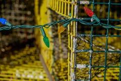 O feriado colorido do Natal ilumina a decoração da lagosta usada velha tr Imagens de Stock Royalty Free