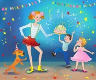 O feriado das crianças com uma torta As meninas e o menino exultam Fotografia de Stock