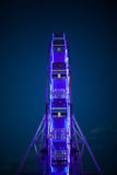 O Ferris roda dentro as luzes de néon Fotografia de Stock