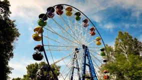 O Ferris roda dentro o parque Imagens de Stock