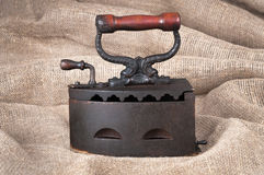 O ferro velho de carvão no fundo da tela Imagens de Stock