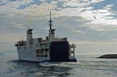 O ferryboat à ilha de Ventotene Itália Foto de Stock
