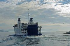 O ferryboat à ilha de Ventotene Itália Imagens de Stock