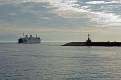 O ferryboat à ilha de Ventotene Itália Imagem de Stock