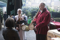 O festival da abundância comemorou em outubro no Bankside fora do globo do ` s de Shakespeare na cidade de Londres, Inglaterra imagens de stock royalty free