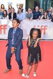O festival de cinema internacional dos atores Serenety Brown e do Isaac Brow Toronto para REIS premiere fotos de stock