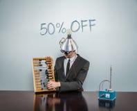 50 o FF - VB outre de texte sur le tableau noir avec l'homme d'affaires Photo stock