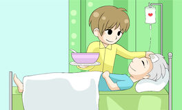 O filho bonito dos desenhos animados está nutrindo seu pai doente idoso com amor e Ca Fotos de Stock Royalty Free