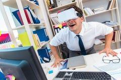O filme de observação do empregado em vidros da realidade virtual do vr Fotografia de Stock