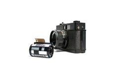 O filme retro da câmera e a câmera do cartucho filmam 35 milímetros Imagem de Stock Royalty Free