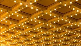 O filme ultra alto da definição 4k Timelapse do concerto Hall Blinking Ceiling Vintage Marquee ilumina-se video estoque