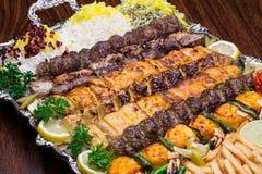 O fim acima do no espeto persa da mistura consiste na galinha triturada da carne e Fotografia de Stock Royalty Free