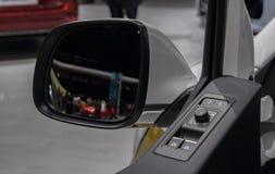 O fim acima do painel interno do contron de Multivan com lado traseiro vie Fotos de Stock