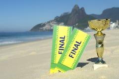 O final do troféu do campeão do futebol de Brasil Tickets Rio Beach imagem de stock royalty free