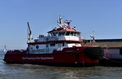 O fireboat o mais novo do ` s de San Francisco Fire Department, número 3, 1 fotos de stock