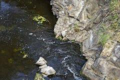 O fluxo rápido da água Imagens de Stock