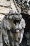 O focinho do leão de pedra na capital húngara Budapest Fotos de Stock