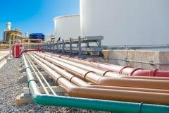 O foco seletivo do encanamento do fuel-óleo, o encanamento da proteção contra incêndios e o serviço molham o encanamento Foto de Stock Royalty Free