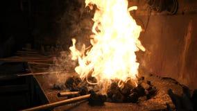 O fogo está queimando-se no fogão