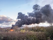 O fogo na estrada de Redhills da fábrica aviva em Trent Fotografia de Stock Royalty Free