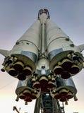 O foguete na plataforma de lançamento fotografia de stock