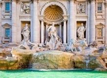 O Fontana famoso di Trevi em Roma central Imagens de Stock