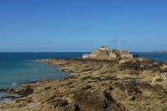 O forte nacional em Saint Malo Fotografia de Stock