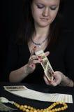 O fortuneteller da mulher fotografia de stock royalty free