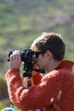 O fotógrafo faz a foto em uma natureza Fotografia de Stock