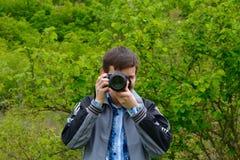 O fotógrafo faz uma imagem foto de stock royalty free
