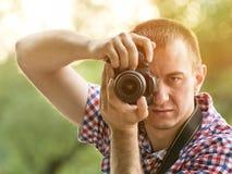 O fotógrafo toma imagens na perspectiva das hortaliças Front View Fotografia de Stock
