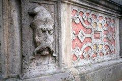 O fragmento da decoração da fonte, mercado no der Tauben do ob de Rothenburg, Baviera, GermanyTh Imagens de Stock