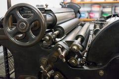 O fragmento da máquina velha na casa de impressão Imagem de Stock Royalty Free