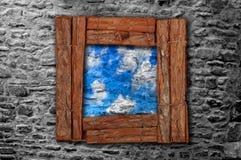O frame de madeira de Grunge em velho stonewall imagens de stock