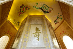 O fresco, o scripture e a cinzeladura no pagode fotos de stock