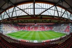 O Fritz-Walter-Stadion casa aos 2 Clube 1 de Bundesliga FC Kaiserslautern e é ficado situado na cidade de Kaiserslautern, Reno Foto de Stock