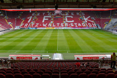 O Fritz-Walter-Stadion casa aos 2 Clube 1 de Bundesliga FC Kaiserslautern e é ficado situado na cidade de Kaiserslautern, Reno Foto de Stock Royalty Free