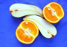 O fruto cortou em meio, alaranjado Foto de Stock Royalty Free