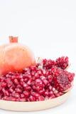 O fruto da romã é rico nas vitaminas Coma um fruto ou um suco Fotos de Stock Royalty Free