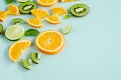 O fruto suculento mínimo do limão fresco refresca fotografia de stock royalty free