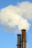 O fumo das chaminés industriais Fotografia de Stock