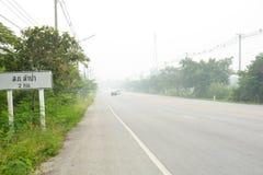 O fumo dos incêndios florestais em Indonésia funde através de Phatthalung Fotos de Stock