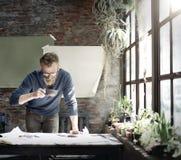 O funcionamento do homem determina o conceito do estilo de vida do espaço de trabalho Fotografia de Stock