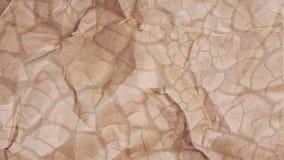 O fundo abstrato que simula a quebra da textura rachou o solo secado com pedras pequenas Imagens de Stock