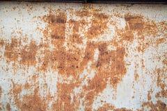 O fundo da folha velha da corrosão do metal com quebras na pintura, lá é sala para o texto fotografia de stock royalty free