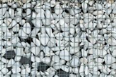O fundo da textura para a arquitetura, a construção e a paisagem projetam a malha do metal e a pedra esmagada Imagem de Stock Royalty Free