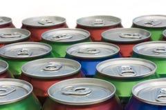 O fundo das bebidas enlata partes superiores Imagens de Stock