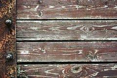 O fundo de madeira da prancha velha embarca com asseguração do ferro, arranjo horizontal em seguido imagens de stock royalty free