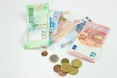 O fundo de moedas diferentes Dinheiro dos países diferentes: o isolador do dinheiro dos países diferentes foto de stock royalty free