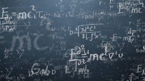 O fundo disparou do quadro-negro com fórmulas científicas e algébricas e os gráficos escritos nele nos gráficos Negócios Imagens de Stock Royalty Free